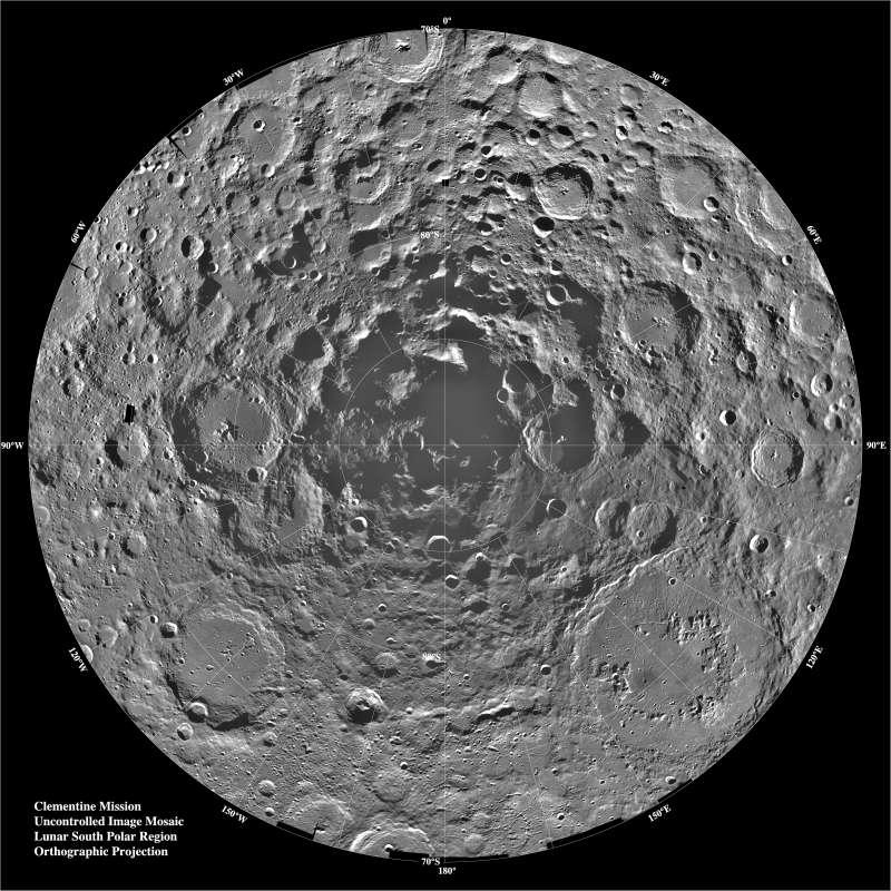 月球南極(Wikipedia / Public Domain)