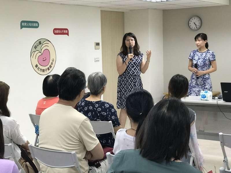 兒福聯盟李惠娟主任與張世華講師一同回應家長們的熱烈提問