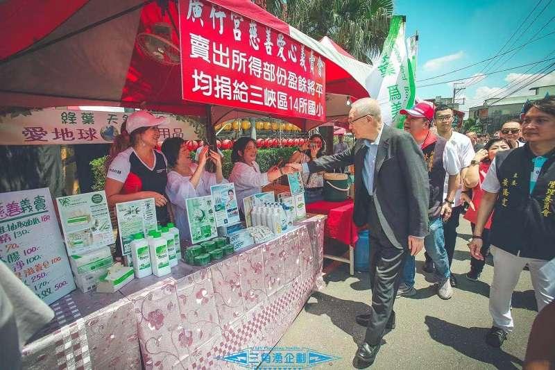 國民黨主席吳敦義走訪三峽。(廣行宮關聖帝君廟提供)