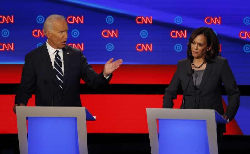 美國前副總統拜登與加州聯邦參議員賀錦麗在辯論中激烈交鋒(美聯社)