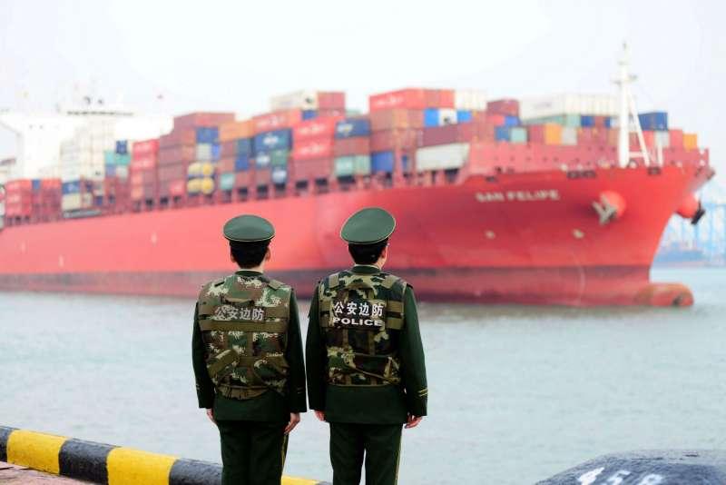 白宮對一系列中國產品徵收10%關稅後,中國的海外投資額首度下滑。