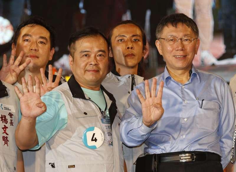 去年棄綠挺柯的謝俊州(左),日前已退出民進黨,準備幫民眾黨打仗。(郭晉瑋攝)