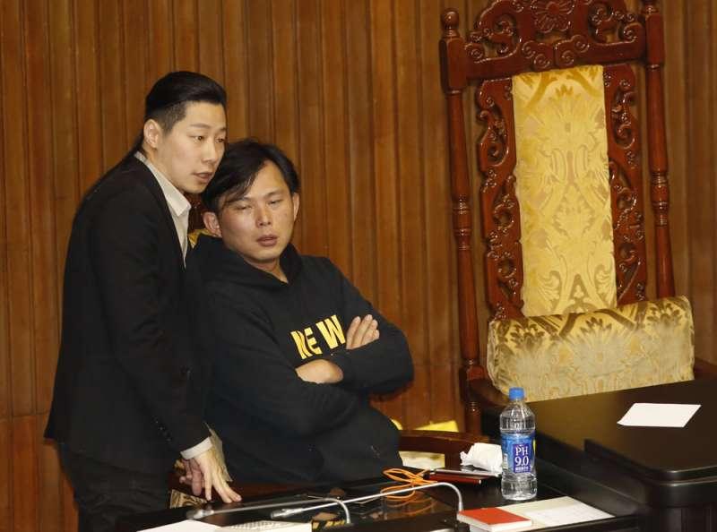 林昶佐(左)退黨後,黃國昌(右)脫黨參選的機率已降低。(郭晉瑋攝)