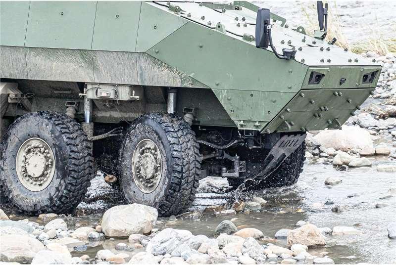 20190807-搭載81公厘迫砲的雲豹甲車二代M2樣車。(取自青年日報)