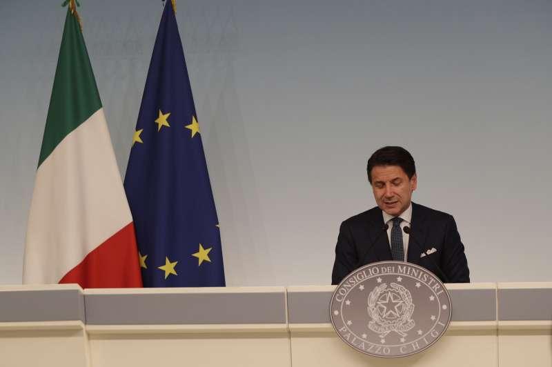 義大利總理孔蒂表示,內政部長薩爾維尼無權解散國會,要求他解釋呼籲改選的理由。(AP)
