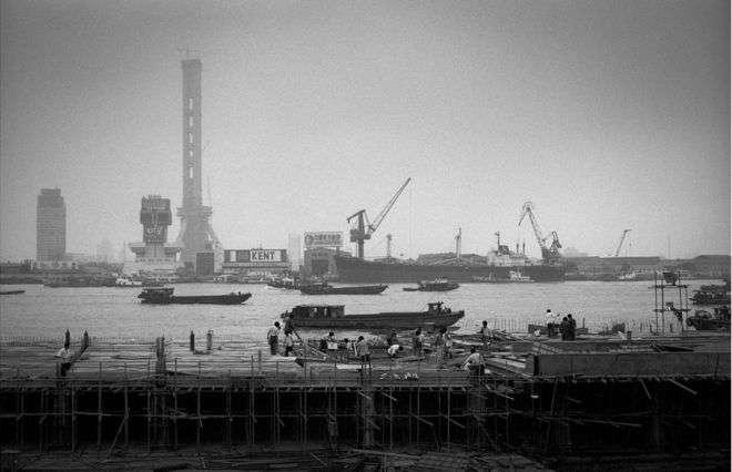 正開始發展的上海浦東(1985年)。(BBC中文網)