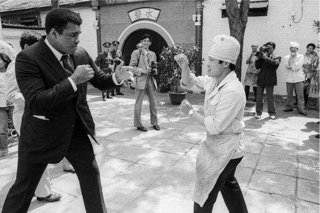 阿里(1985年)。早在1979年,阿里就曾訪問北京,還受到了鄧小平接見。(BBC中文網)
