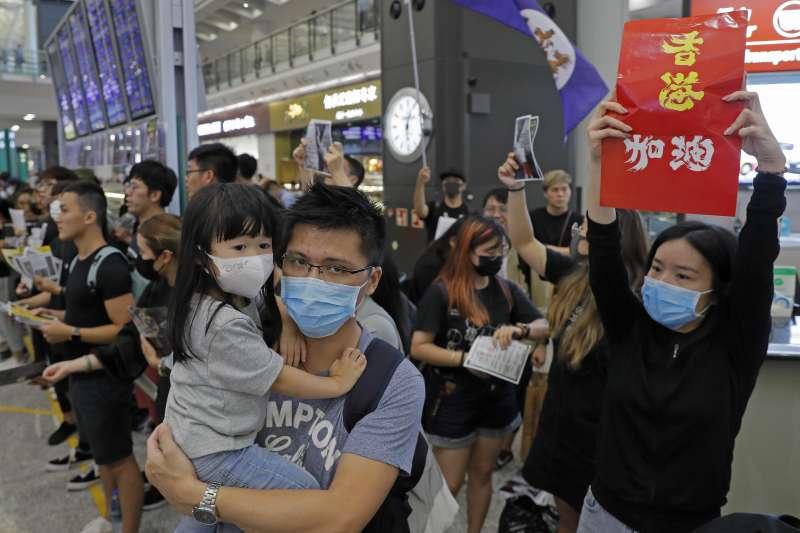 2019年8月,香港反送中示威持續延燒,民眾與警方持續衝突(AP)