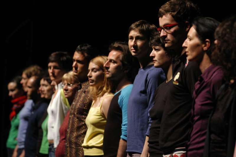 傑宏.貝爾多部作品皆選用素人,表演者遍及各年齡層與各種狀態,包括障礙者。因為人即舞者,可動便可舞。 (圖/臺北表演藝術中心提供)