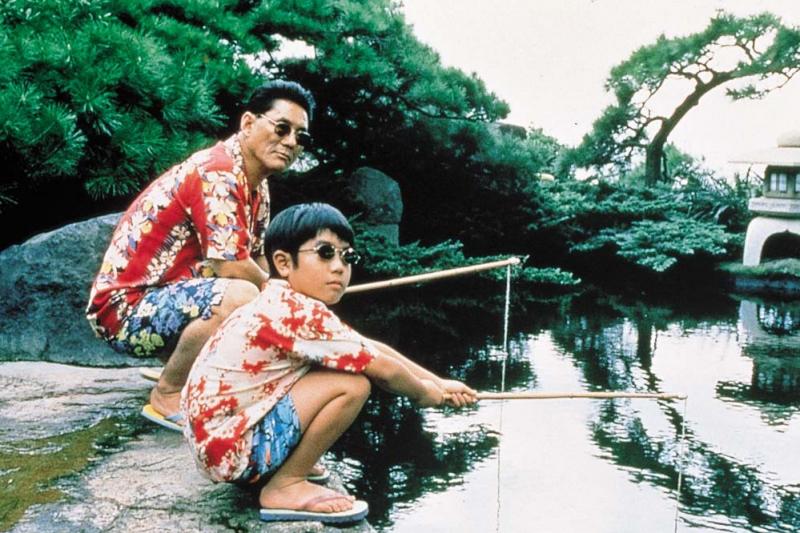 電影《菊次郎之夏》以輕鬆幽默的口吻講述男人與小孩的故事。(圖/IMDb)