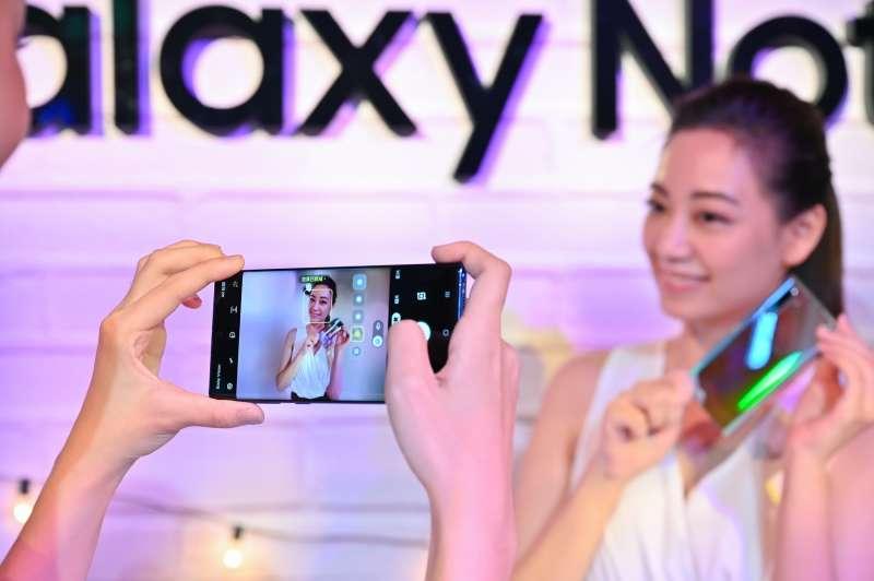 Galaxy Note 10 系列手機支援景深特效攝影,可拍出超專業淺景深影片,內建柔焦、雜訊、抽色、散景4種特效選擇。 (圖/台灣三星)