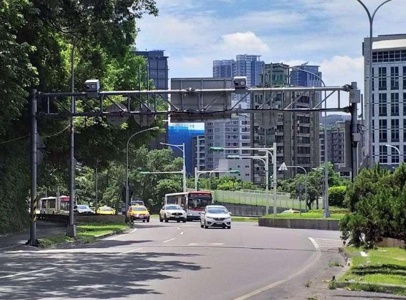 20190813-台北市自強隧道9月起  正式實施區間測速及跨越雙白線執法 。(台北市警察局提供)