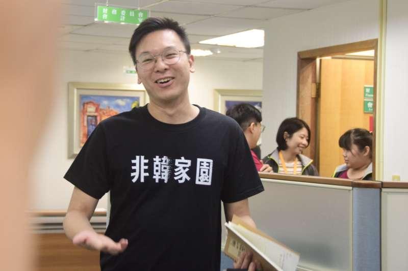20190814-民進黨副秘書長林飛帆出席民進黨中常會。(吳俊廷攝)