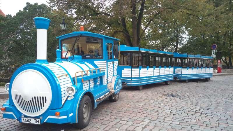 觀光巴士。(圖/謝幸吟提供)