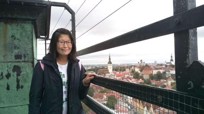 我在聖奧拉夫教堂尖頂觀景平台。(圖/謝幸吟提供)