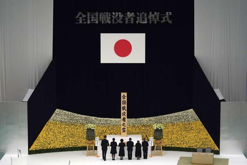 2019年8月15日,日本二戰戰敗74周年,日本政府舉行全國戰歿者追悼儀式。(AP)