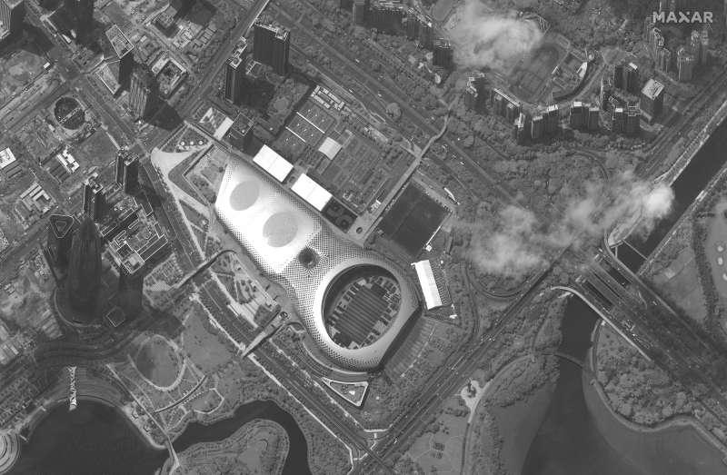 香港反送中:衛星拍到深圳灣體育中心內的中國武警車輛(AP)