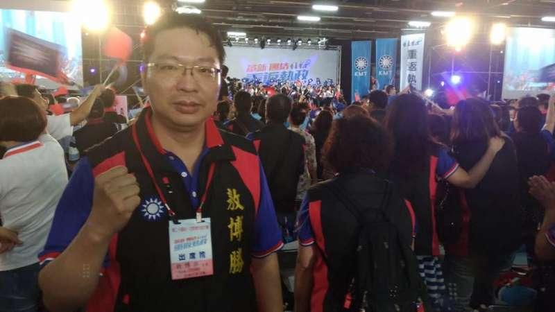 國民黨黨代表敖博勝今(16)日召開「藍色恐怖來了」記者會,砲轟現在的國民黨根本就是「全黨救一人,一人毀全黨」。(截自敖博勝臉書)