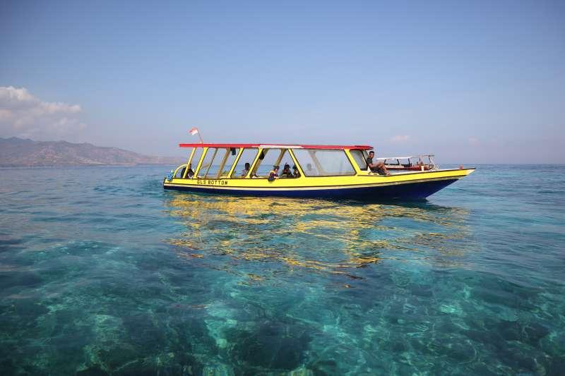 印尼吉利群島清澈蔚藍的海水。(蔡娪嫣攝)