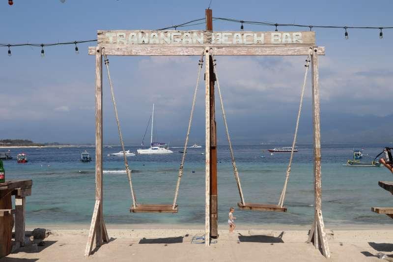 印尼吉利群島德拉望安島的「天堂鞦韆」。(蔡娪嫣攝)