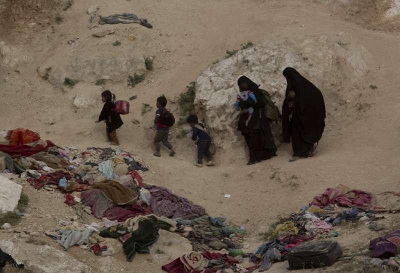 敘利亞哈爾難民營收容7萬餘人,環境髒亂、物資奇缺。(AP)