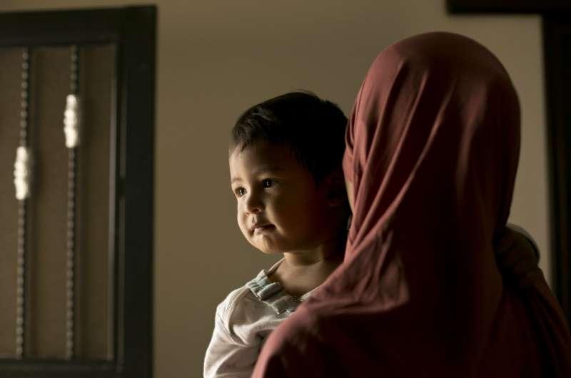 將近7千名兒童被困在敘利亞哈爾難民營,他們的父母都曾是IS成員。(AP)