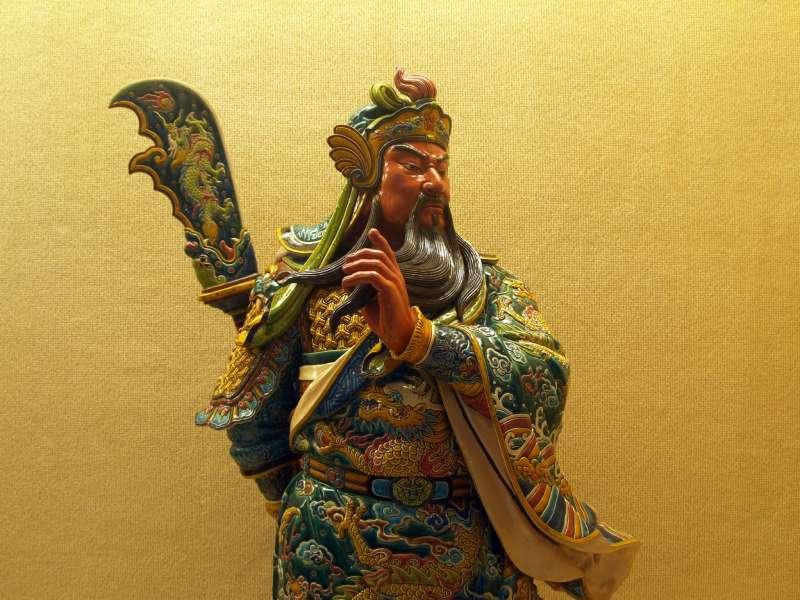 「偃月刀」這種武器最早要在宋朝才出現,而且主要功能也不是拿來上陣殺敵的,因為它的重量太重,在戰場上活動不方便,所以主要是用在軍隊操練或是宮廷儀仗,看起來高大威武能嚇唬人。(圖/Joe Wu@flickr)