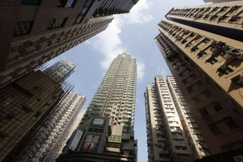 香港過度高昂的房價,造成社會弱勢階層的痛苦。(郭晉瑋攝)