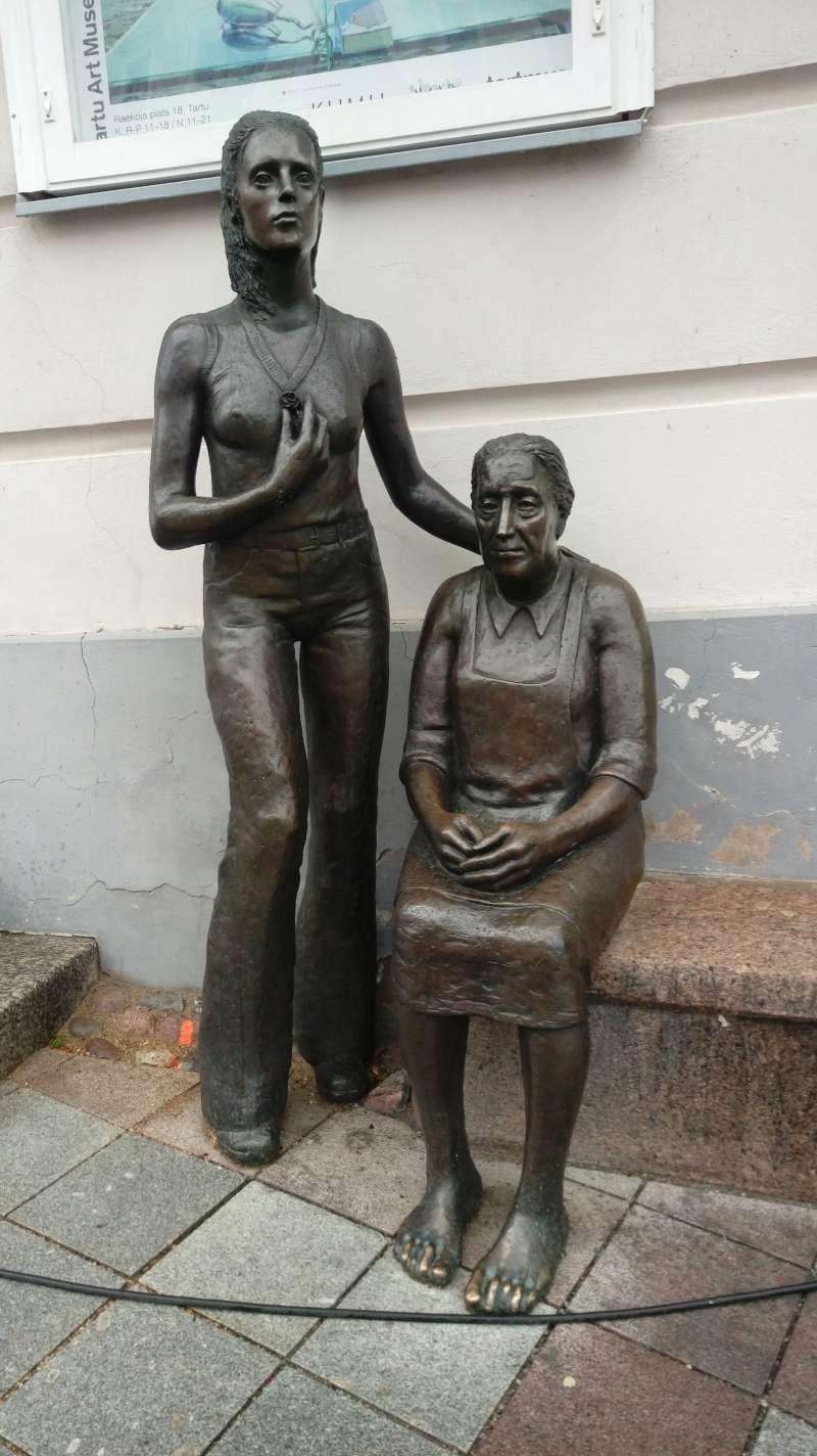 自鄉村女人的雕像。(圖/謝幸吟提供)