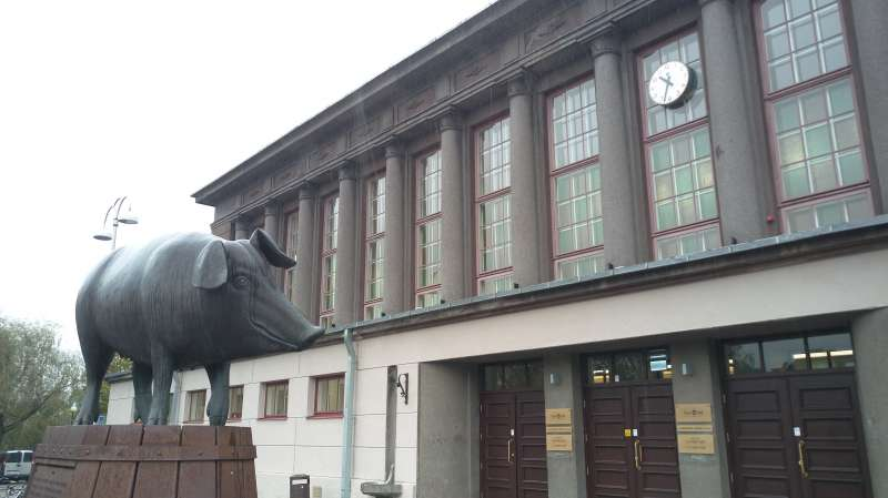 塔圖市場大門雕像。(圖/謝幸吟提供)