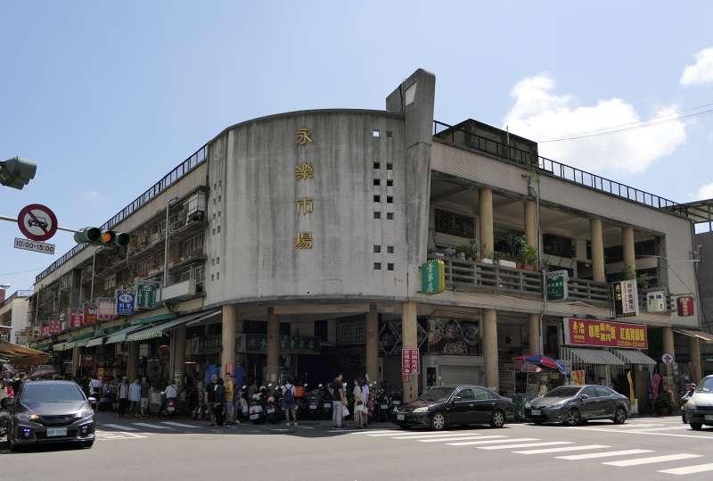 台南以美食聞名,也是許多連鎖手搖飲料店的發源地。圖為台南知名美食景點永樂市場。(資料照,取自維基百科/CC BY-SA 4.0)