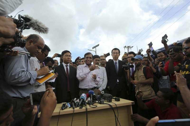 孟加拉難民事務專員卡蘭姆說,沒有任何一位羅興亞難民願意遣返,害怕再度遭緬甸軍隊暴力清洗。(AP)
