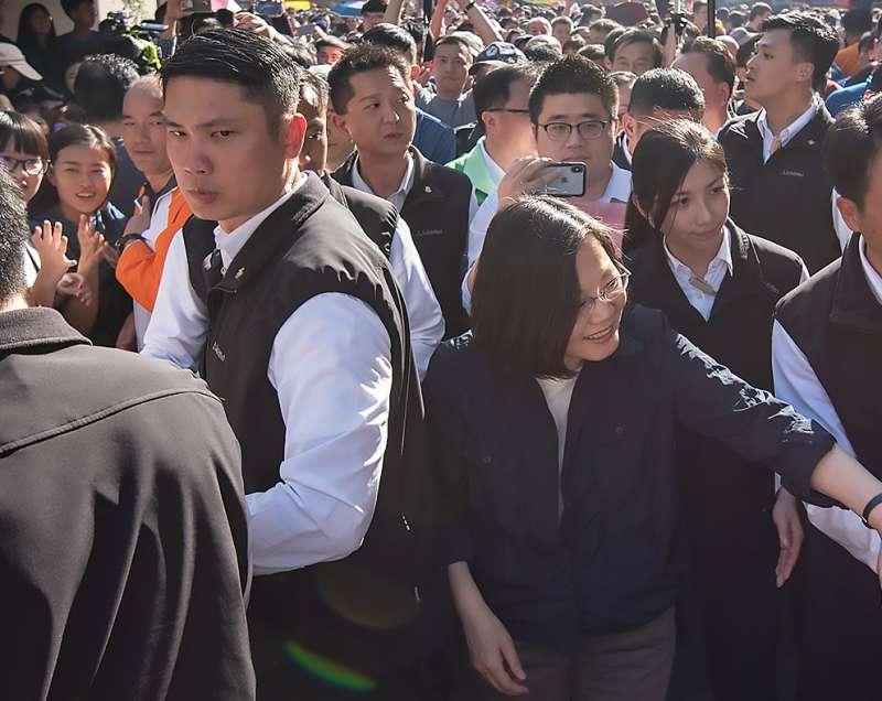 永和警衛室侍衛官徐兆峰(左)(總統府).JPG