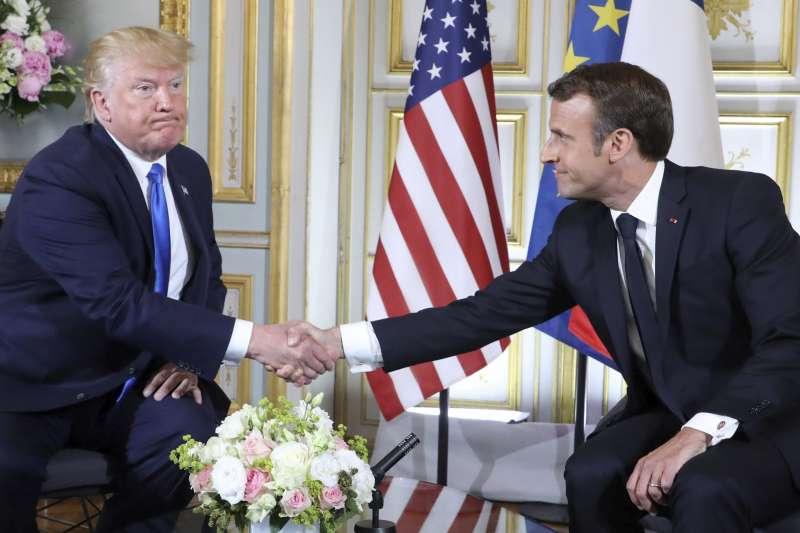 法國總統馬克宏(右)承認,2019年G7高峰會,不會對美國總統川普抱有太多期待。(AP)