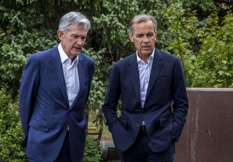 2019年8月23日,美國聯準會主席鮑威爾(Jerome Powell,左)與英國英格蘭銀行總裁卡尼(Mark Carney)參加傑克遜霍爾經濟政策研討會(AP)