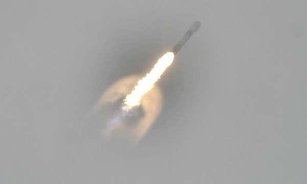 八月初,SpaceX 的獵鷹 9 號運載火箭升空。 圖片來源:路透社