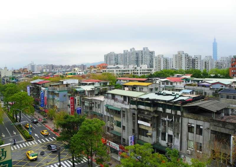 民生社區屋齡雖偏高,但房價依舊高昂。(圖/網路)