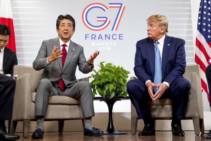 日本首相安倍晉三和美國總統川普8月25日就貿易談判達成基本協議。(美聯社)