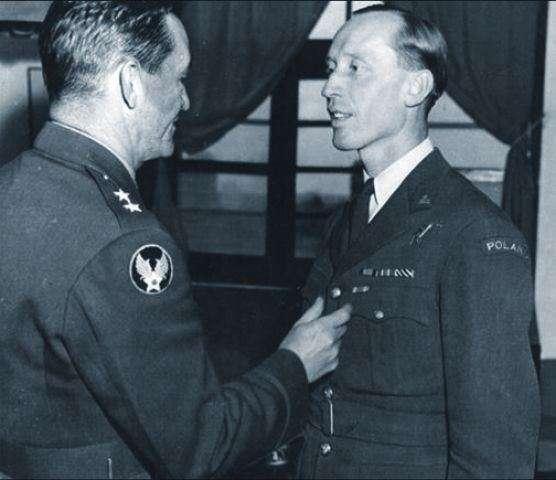 身兼第14航空軍司令與中華民國空軍參謀長的陳納德將軍,是邀請烏班諾維來華參戰的重要推手。(許劍虹提供)