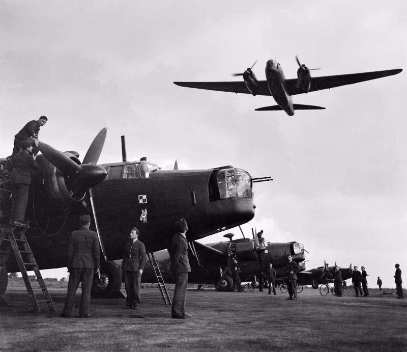 裝備威靈頓轟炸機的第300中隊波蘭飛行員,準備對德軍佔領下的歐洲大陸實施戰略轟炸,他們是反攻祖國的先鋒。(許劍虹提供)