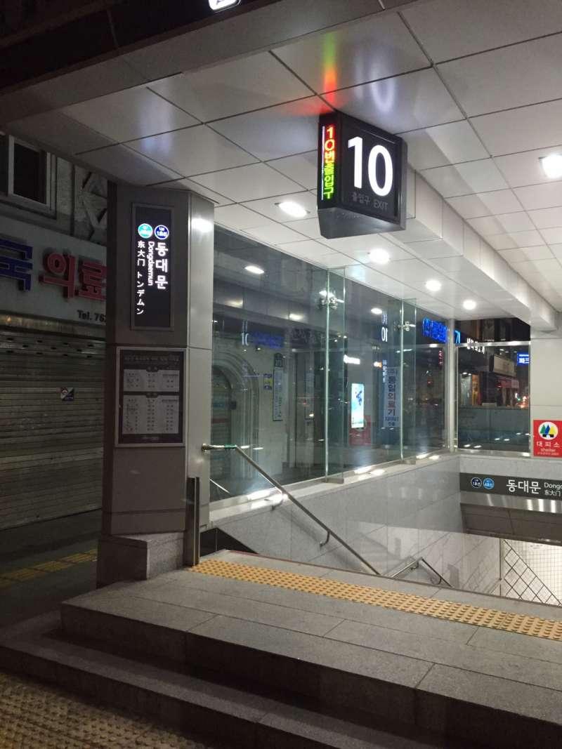 韓國地鐵站都有中文標示,不怕坐過站(圖/蔡佳妘攝)