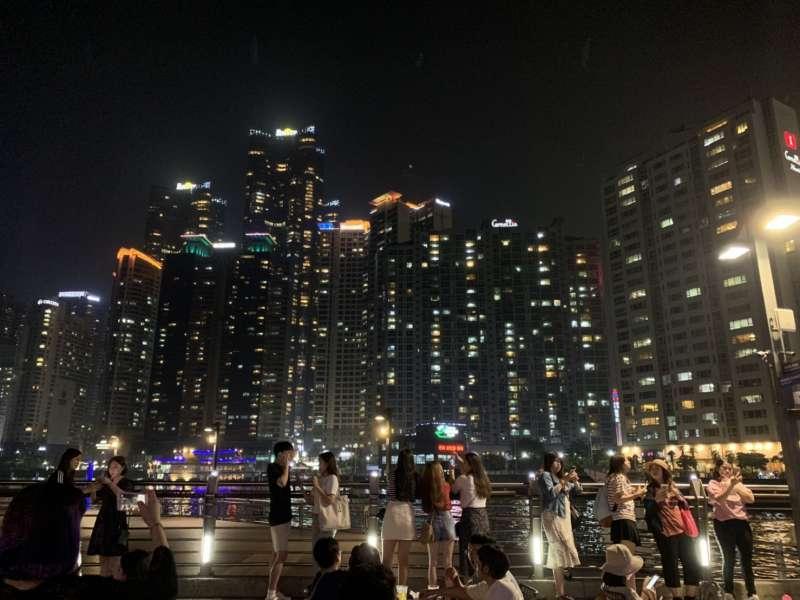 首爾很多觀光景點都有會中文的服務生,現在就連釜山也能聽到許多中文(圖/讀者提供)