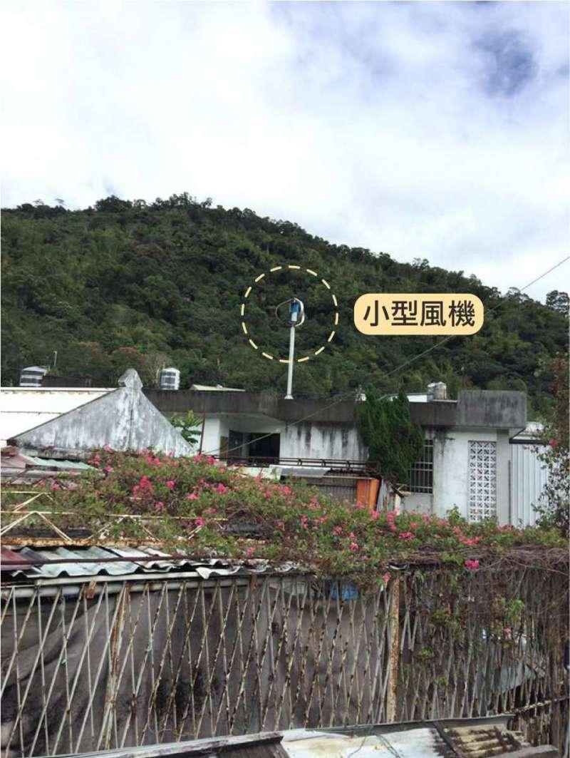 達魯瑪克部落在社區避難所設置小型風機,做為自主發電的一部分(圖/主婦聯盟)
