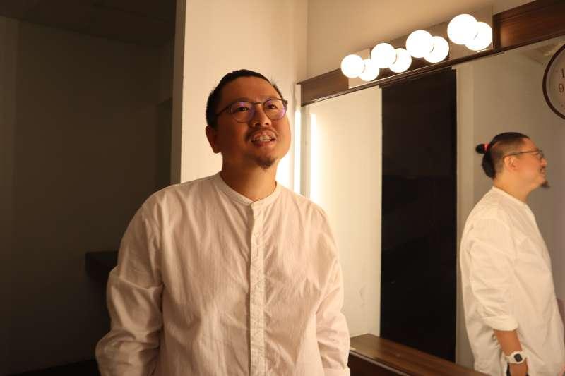 新加坡藝術家徐家輝。(蔡娪嫣攝)