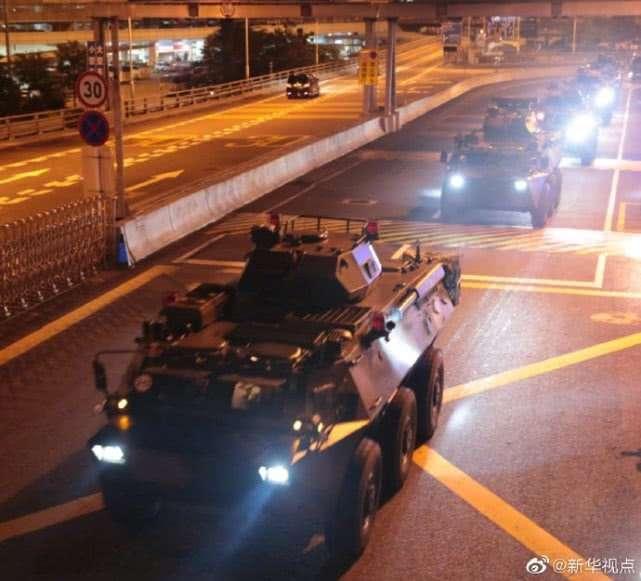 《新華社》表示,29日的軍車調動是解放軍駐港部隊的例行正常輪調,並且主動發布照片。