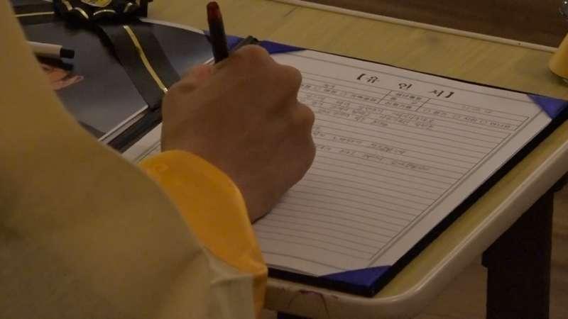 許多人在寫遺書時留下悔恨的眼淚(圖/截自網路)