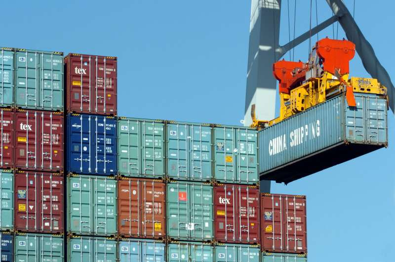 從香港進入中國的貨櫃。(BBC中文網)