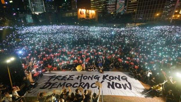 早前香港市民出席集會爭取二十國集團(G20)峰會期間外國領袖關注香港問題,警方表示高峰期約1萬人出席。(BBC中文網)