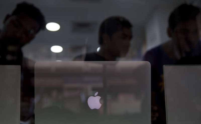 蘋果供應鏈絕大多數位於中國,隨著中美貿易戰升級,如何提升產地多元化成為一大挑戰。(AP)