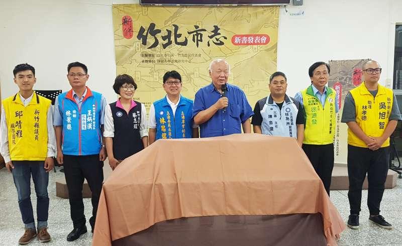 前新竹縣長林光華(右四)與多位縣議員、代表到場共襄盛舉。(圖/方詠騰攝)